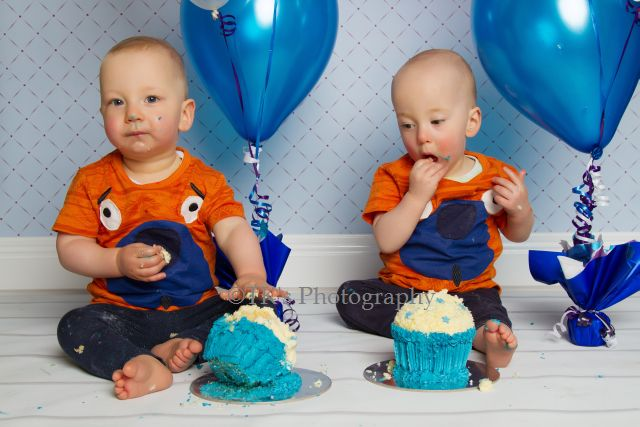 Thumbnail image for William & Geordie – Twins Cake Smash!