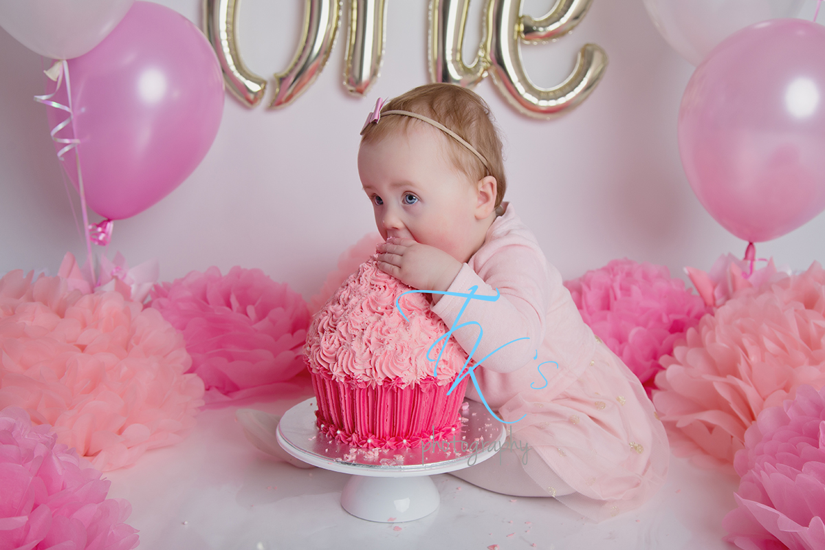 Post image for Ella ROCKS her cake smash!
