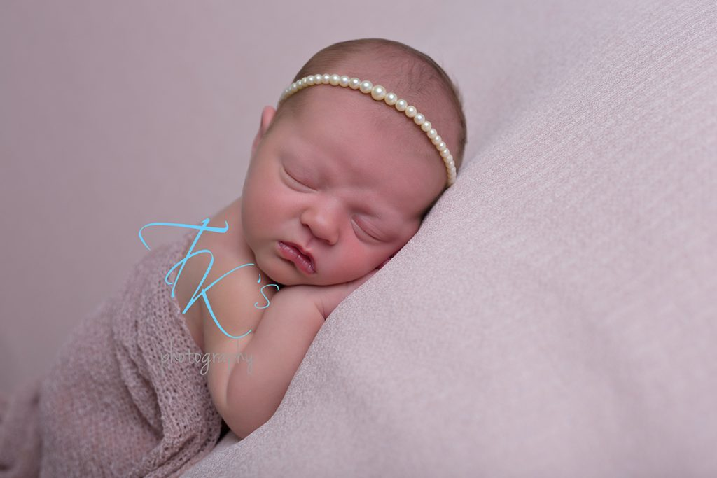 newborn photography Launceston pearls