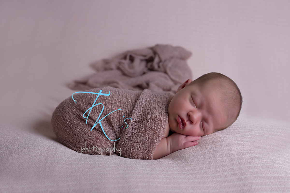 Post image for Cleo – newborn photoshoot