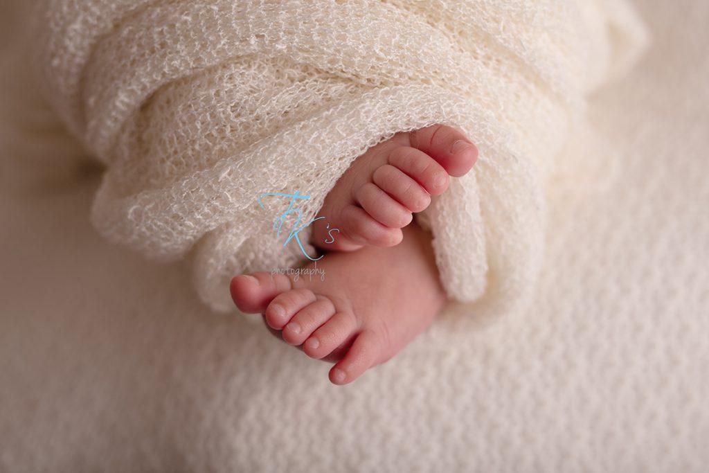 newborn baby girl toes